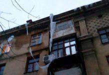 Сосульки в Краматорске свисают с крыш домов